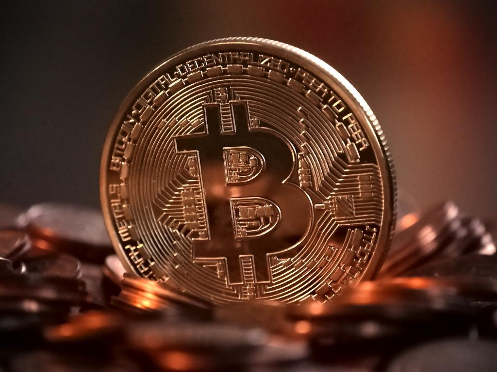 Bitcoin falls by more than $2000, briefly dropping through $14000 mark