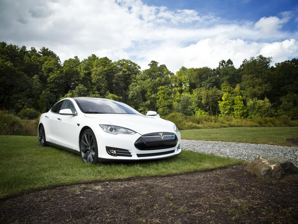 Tuesday's Movers: Tesla Motors Inc (NASDAQ:TSLA), Yahoo! Inc. (NASDAQ:YHOO)