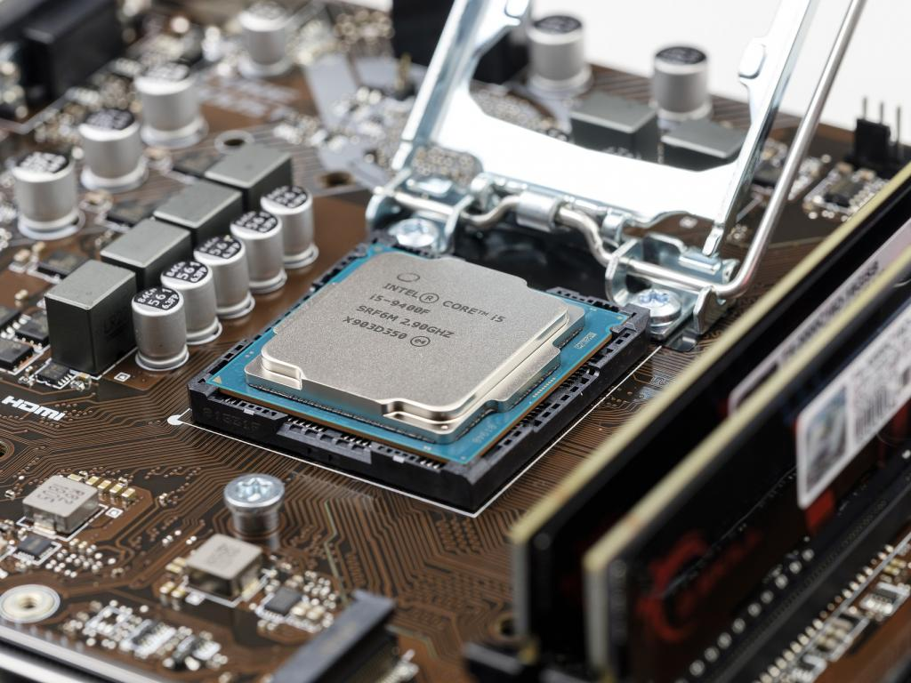 Intel signals 2020 will be a turnaround year for chip industry leader