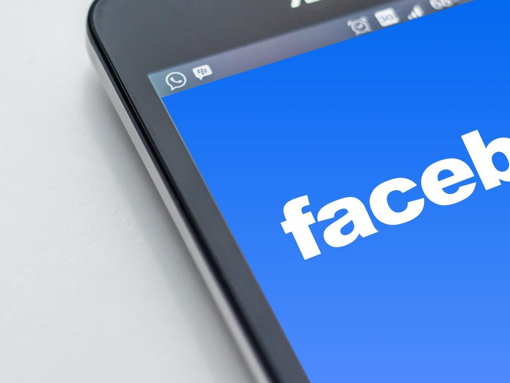 Facebook, Inc. (FB)- Stocks having Bumpy Ride for the Day