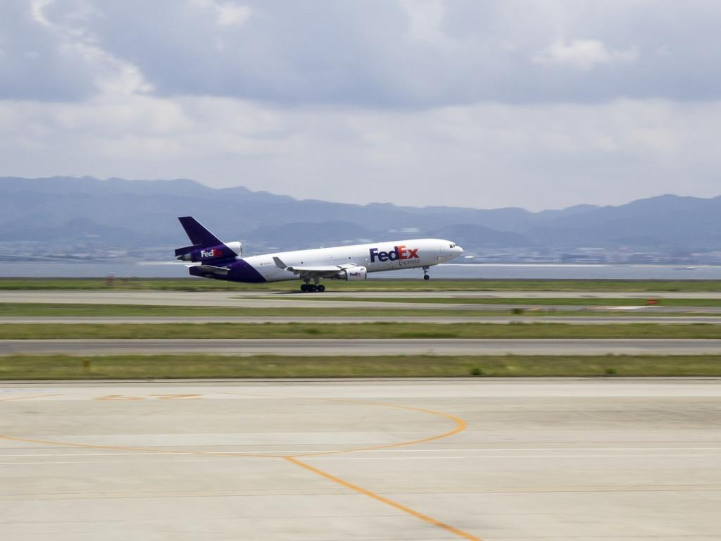 FedEx profit falls, company cites uncertainty over trade