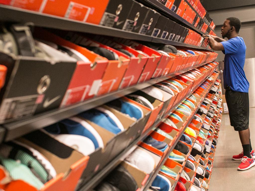 2128e668f7ff6 How Nike And Foot Locker Trade Together (NYSE NKE)(NYSE FL)
