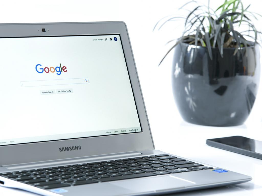 Does Alphabet Inc. (NASDAQ:GOOGL)'s Growth Make it a Buy?