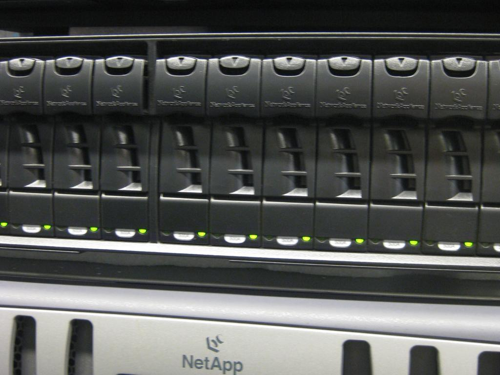 NetApp beats Q1 estimates, shares down aftermarket