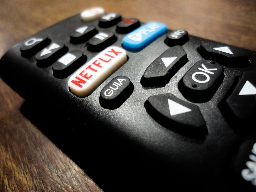 What's in Netflix, Inc. (NFLX) After Forming Multiple Top Pattern?