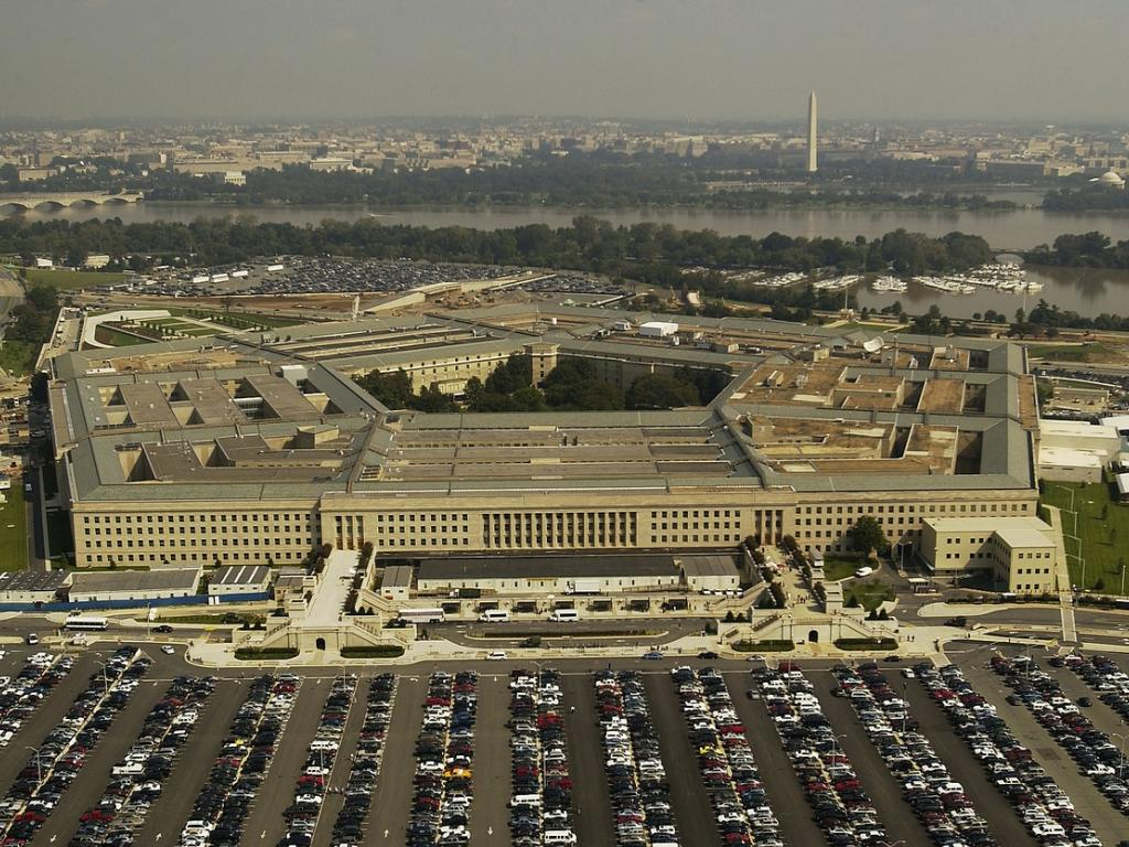 Amazon challenges Microsoft's Pentagon contract