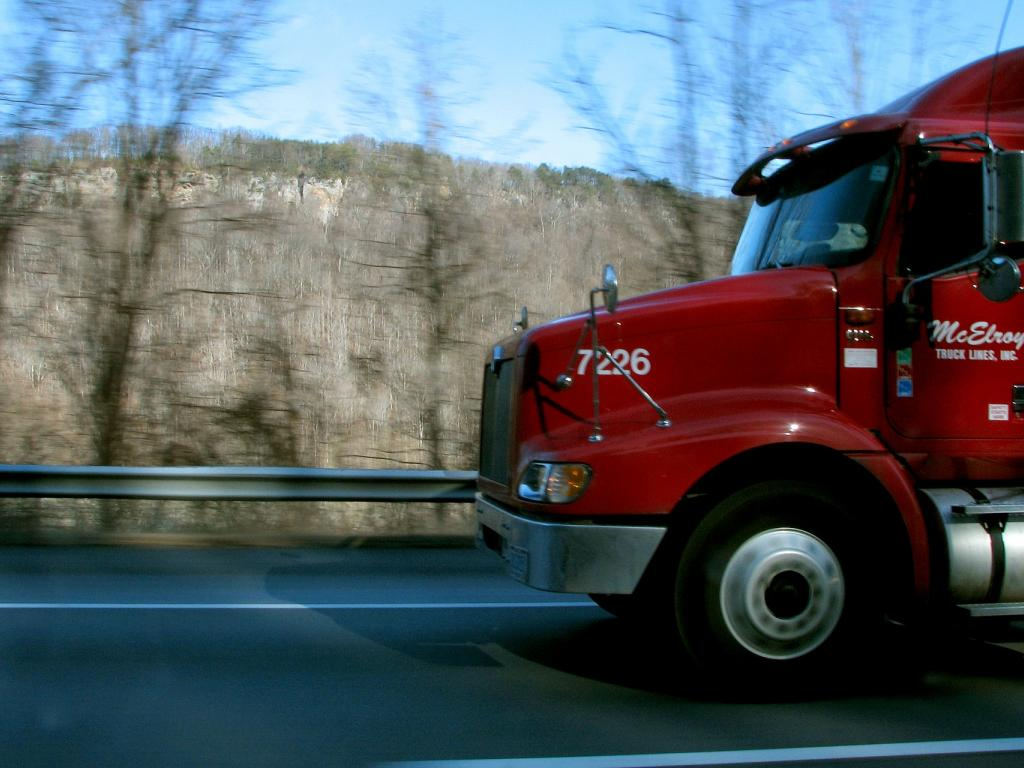 Trucking Rates Fall, Led By Declines In Long-Distance
