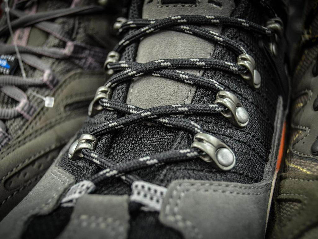 Citi S Pair Trade In Footwear Favors Deckers Over Wolverine World Wide Skechers Remains Top
