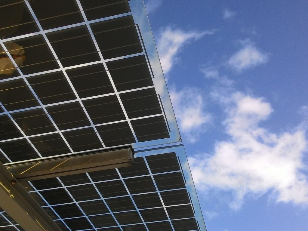 Analyst Upgrade Helps First Solar Bounce from Key Bullish Trendline Again