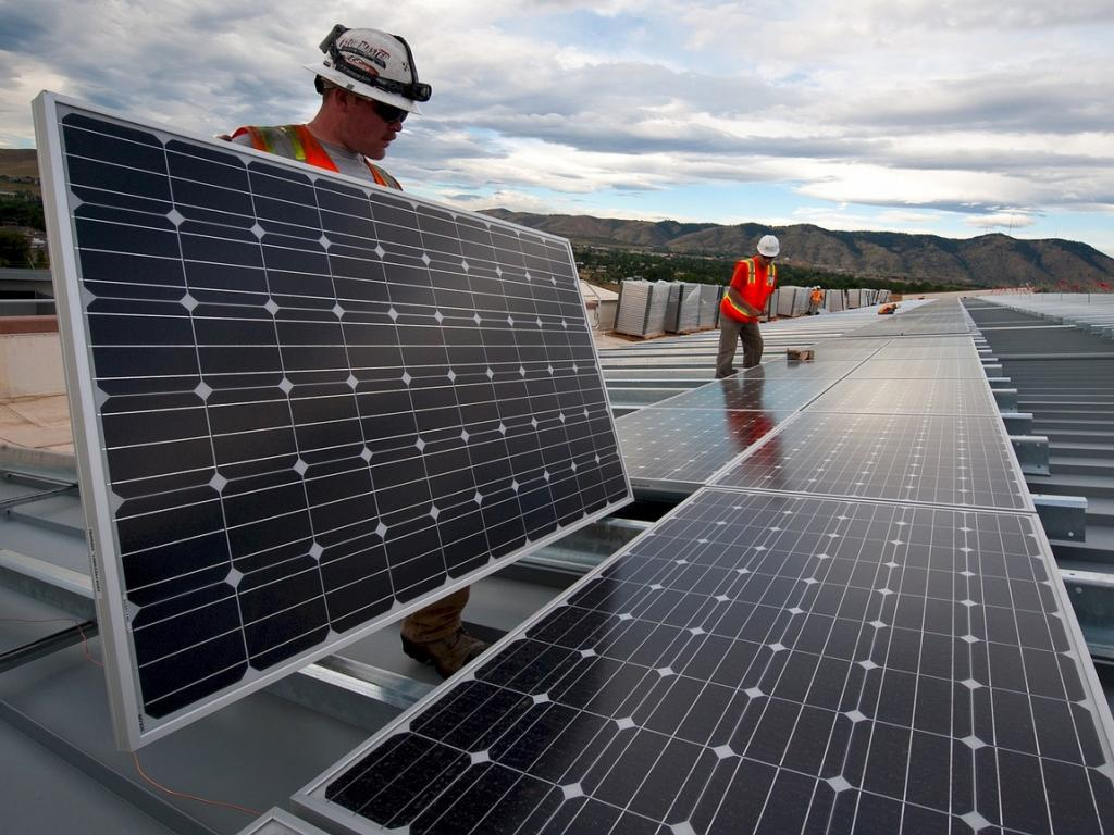 Are Hedge Funds Betting Against First Solar, Inc. (FSLR)?