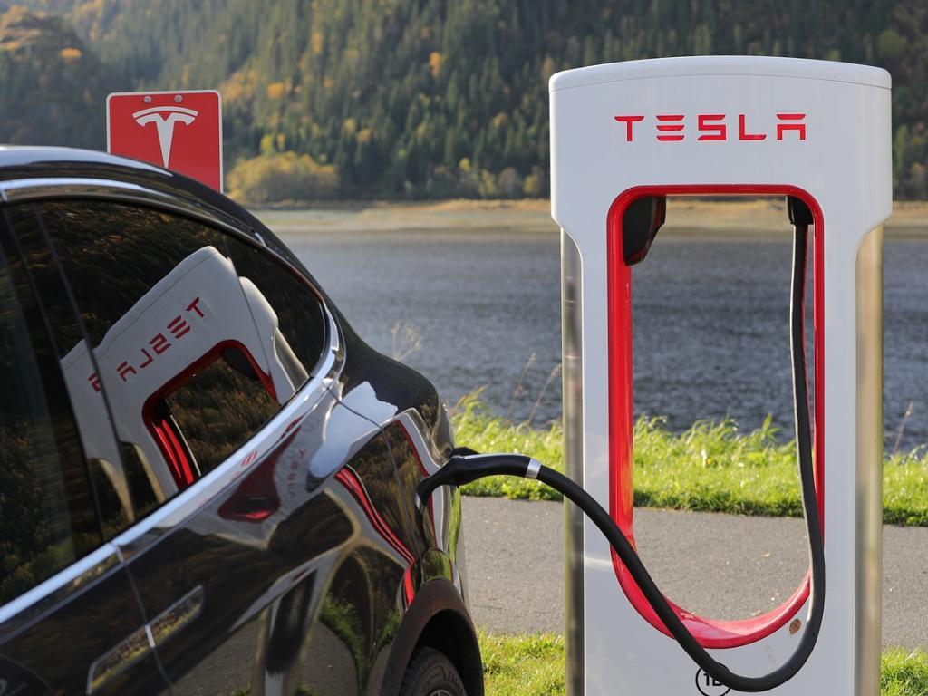 JPMorgan Cuts Tesla Price Target After Meeting With Management