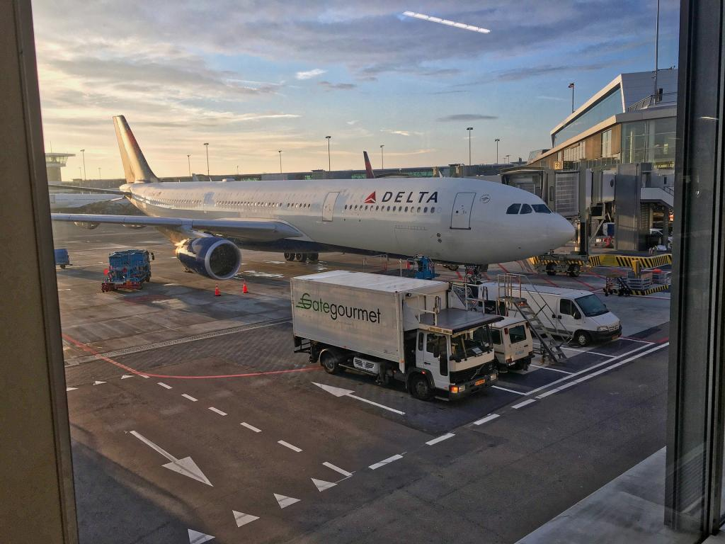 Delta Air Lines reports higher revenue, but weighed down by fuel, storms
