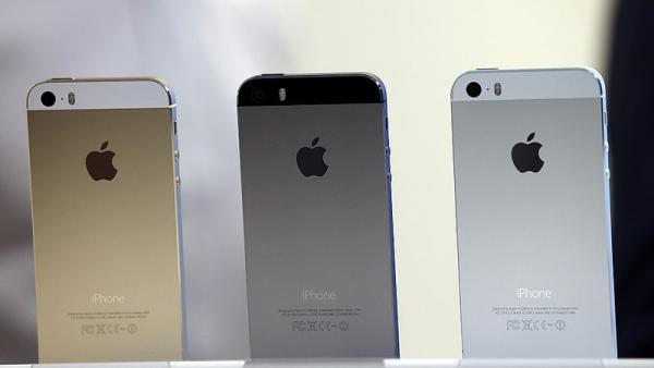 Apple Released The iPhone 5S To Massive Crowds