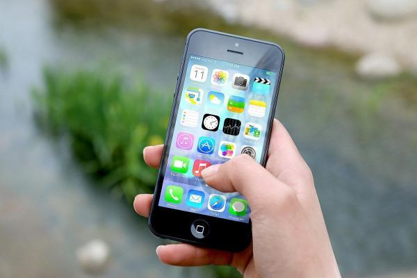 3 Apple Analysts On Guidance Cut: It's Not Fatal