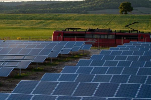 Why Gordon Johnson Says SunPower Is A 'Perpetually Loss-Making' Company
