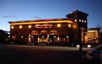 https://commons.wikimedia.org/wiki/File:Cheesecake_Factory.JPG