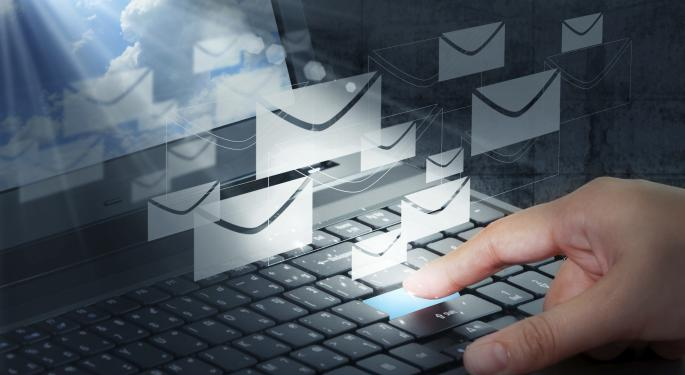 Stop Writing Bad Emails With These 5 Analyst Tips