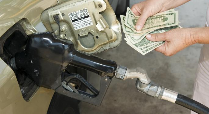 Busy Refineries Push Summer Gasoline Prices Down