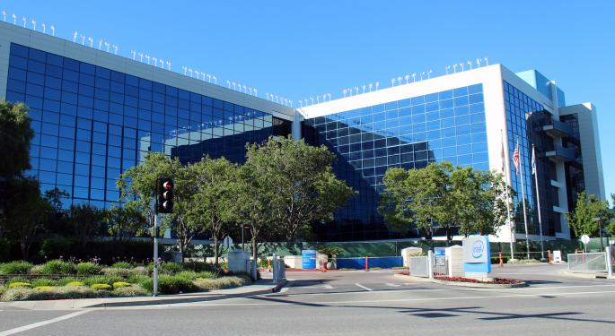 Analysts Applaud Intel's Beat-And-Raise Q1 Earnings