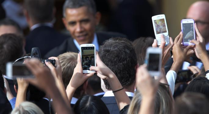 Obama Not Allowed to Use iPhone for Security Reasons