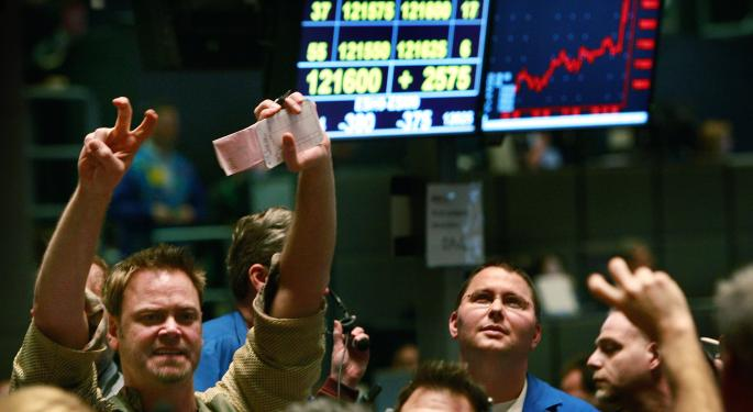 Stocks Gain As Oil, Euro Continue Sharp Sell Off