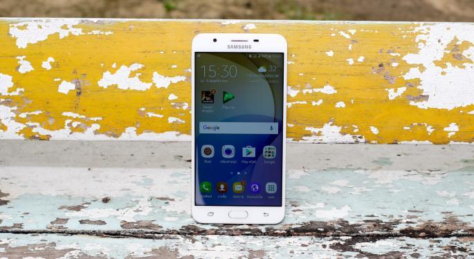 Market Share Isn't Everything; Samsung's Mobile Biz Revenue Is Half Of Apple's