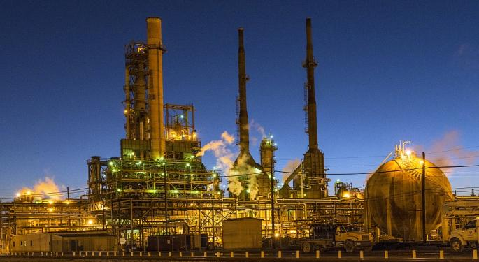 Explosion At Largest East Coast Refinery Sends Gas Prices Higher