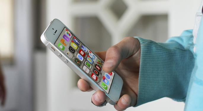 Etrade Phone Number >> Apple Gets A Price Target Raise, But Analyst Sees