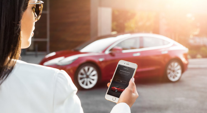 Tesla's Q1 Deliveries 'Better Than Feared,' KeyBanc Stays Positive For The Near Term