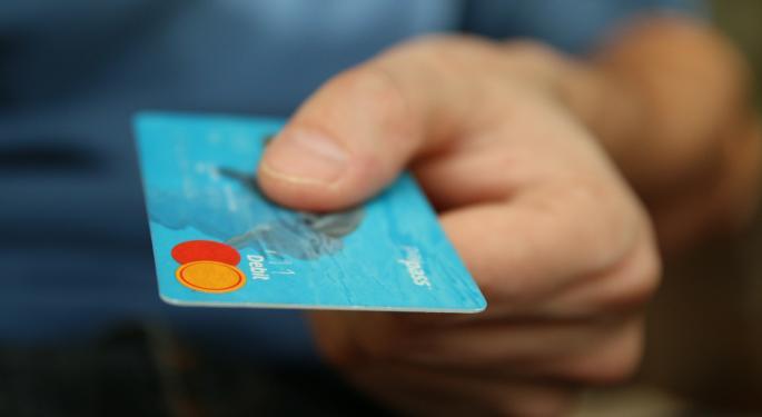 U.S. Credit Card Debt Nears $1 Trillion Record Level