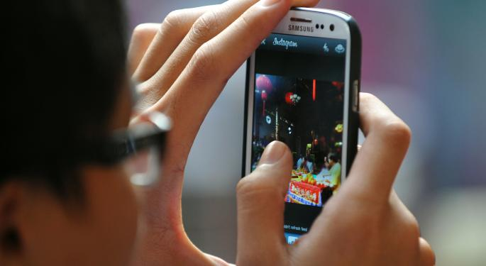 Latest Smartphone Numbers Show How Much Consumers Heart Android