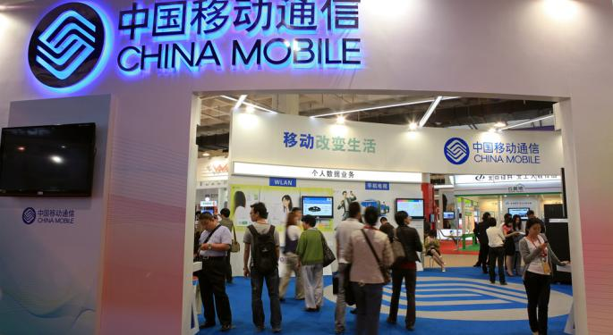 Is Apple's iPhone Finally Coming To China Mobile? AAPL, CHL