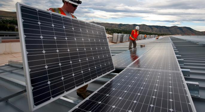 First Solar Trades Higher After Strong Guidance Report