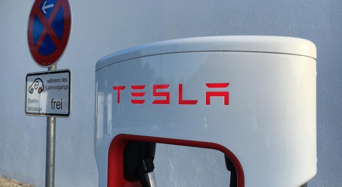 Tesla Falls After Goldman Sachs Cuts Price Target