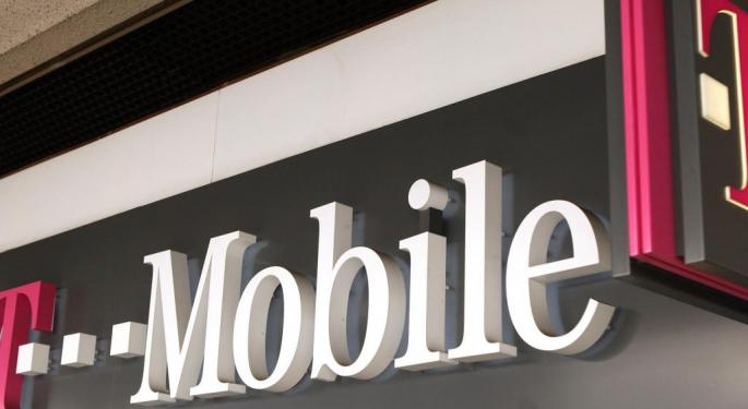 Cell Competition Heats Up: T-Mobile, Sprint Gaining On Verizon, AT&T